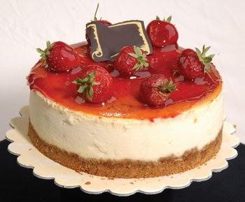 online pastaci 4 ile 6 kisilik yas pasta çilekli  Gölbaşı çiçekçi güvenli kaliteli hızlı çiçek
