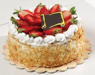 uygun pastaneler 4 ile 6 kisilik çilekli yas pasta lezzetli  Ankara çiçekçi Gölbaşı İnternetten çiçek siparişi