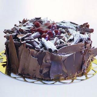 pasta yolla 4 ile 6 kisilik visneli çikolatali yas pasta  Gölbaşı çiçekçi güvenli kaliteli hızlı çiçek