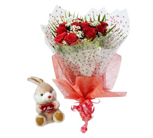 10 adet kirmizi gül buketi ve hediye oyuncak  Gölbaşı çiçekçiler  çiçek siparişi sitesi