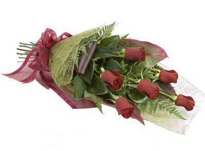 ucuz çiçek siparisi 6 adet kirmizi gül buket  Gölbaşı çiçekçi güvenli kaliteli hızlı çiçek