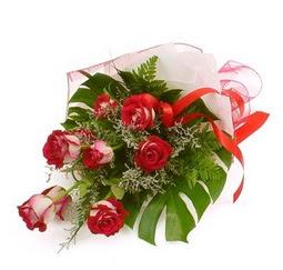 Çiçek gönder 9 adet kirmizi gül buketi  Ankara çiçekçi Gölbaşı İnternetten çiçek siparişi
