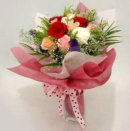 Karisik renklerde 11 adet gül buketi  Ankara Gölbaşı 14 şubat sevgililer günü çiçek