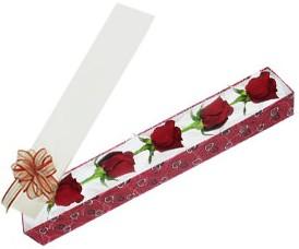 Gölbaşı çiçek siparişi yurtiçi ve yurtdışı çiçek siparişi  kutu içerisinde 5 adet kirmizi gül