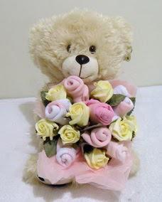 15 cm ayicik ve 15 adet yapay gül demeti  Gölbaşı çiçek yolla , çiçek gönder , çiçekçi