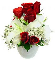 5 adet kirmizi gül 1 adet kazablanka çiçegi  Gölbaşı çiçekçi güvenli kaliteli hızlı çiçek