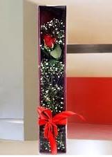 kutu içinde tek kirmizi gül  Ankara Gölbaşı hediye çiçek yolla