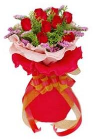 Ankara Gölbaşı çiçek gönderme  8 Adet kirmizi güllerden buket tanzimi