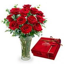Gölbaşı çiçek kaliteli taze ve ucuz çiçekler  10 adet cam yada mika vazoda gül çikolata