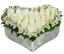 Çiçek yolla Gölbaşı internetten çiçek satışı  9 adet beyaz gül mika kalp içerisindedir