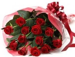 Gölbaşına çiçek , çiçekçi , çiçekçilik  10 adet kipkirmizi güllerden buket tanzimi