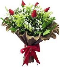 Gölbaşı ankara çiçek gönderme sitemiz güvenlidir  5 adet kirmizi gül buketi demeti