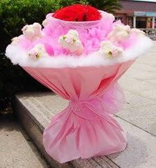 Ankaradaki çiçekçiler Gölbaşı cicek , cicekci  11 adet ayicik ve 5 adet yapay gül buketi