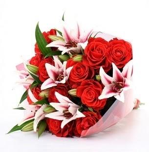 Ankara çiçekçi Gölbaşı İnternetten çiçek siparişi  3 dal kazablanka ve 11 adet kırmızı gül