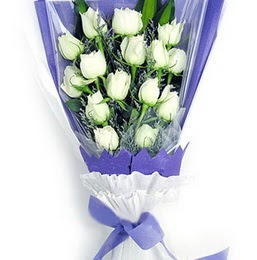Gölbaşı çiçek kaliteli taze ve ucuz çiçekler  11 adet beyaz gül buket modeli