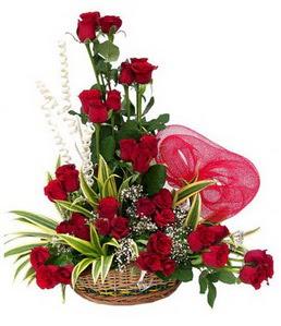 Ankara Gölbaşındaki çiçekçiler ankara çiçek satışı  25 adet kırmızı gül sepeti çiçeği