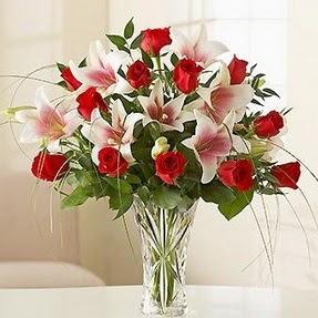 Gölbaşı çiçekçiler  çiçek siparişi sitesi  12 adet kırmızı gül 1 dal kazablanka çiçeği
