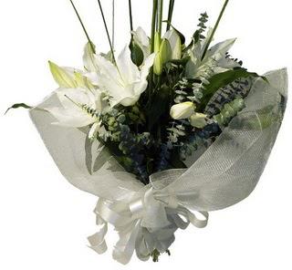 Gölbaşı çiçek kaliteli taze ve ucuz çiçekler  2 dal kazablanka çiçek buketi