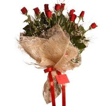 Çiçekçi Gölbaşı çiçekçi mağazası  10 adet kırmızı gülden görsel buket