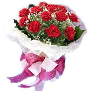 Ankara Gölbaşı hediye sevgilime hediye çiçek  11 adet kırmızı güllerden buket modeli