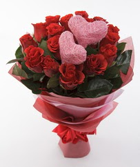 12 adet kırmızı gül ve 2 adet kalp çubuk  Ankara Gölbaşındaki çiçekçiler ankara çiçek satışı