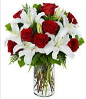 Vazoda görsel çiçek tanzimi gül kazablanka  Gölbaşı çiçek kaliteli taze ve ucuz çiçekler