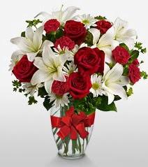 Eşsiz vazo tanzimi güller kazablankalar  Gölbaşı ankara çiçek gönderme sitemiz güvenlidir