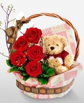 sepet içerisinde 5 adet gül ve 15 cm ayıcık  Gölbaşı çiçek yolla , çiçek gönder , çiçekçi