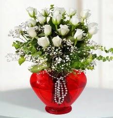 cam kalp içerisinde 12 adet beyaz gül  Gölbaşı ankara çiçek gönderme sitemiz güvenlidir