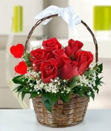 Sepet içerisinde 7 adet kırmızı gül  Gölbaşı Ankara çiçek yolla