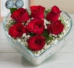Kalp içerisinde 7 adet kırmızı gül  Gölbaşı çiçek gönder cicekciler , cicek siparisi