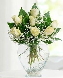 Cam içerisinde 7 adet beyaz gül  Ankara Gölbaşı çiçek gönderme