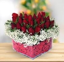 15 kırmızı gülden kalp mika çiçeği  Ankara Gölbaşı hediye sevgilime hediye çiçek