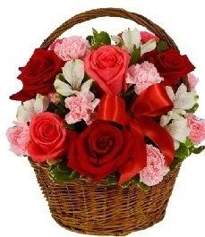 Gölbaşı çiçek siparişi yurtiçi ve yurtdışı çiçek siparişi  sepette güller ve kır çiçekleri