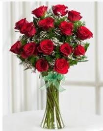Cam vazo içerisinde 11 kırmızı gül vazosu  Gölbaşına çiçek , çiçekçi , çiçekçilik