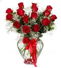 11 adet kırmızı gül cam kalpte  Gölbaşı ankara çiçek gönderme sitemiz güvenlidir