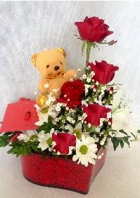 Mika kalp 5 Kırmızı gül ayıcık ve krizantem  Ankaradaki çiçekçiler Gölbaşı cicek , cicekci