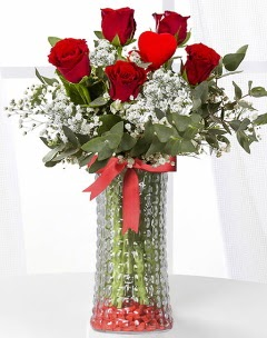 5 adet kırmızı gül kalp çubuk cam vazoda  Gölbaşı çiçek gönder cicekciler , cicek siparisi