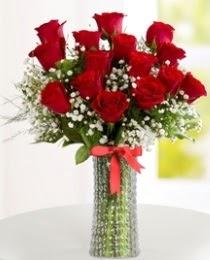 10 kırmızı gül cam vazo içerisinde  ankara Gölbaşı çiçek mağazası , çiçekçi adresleri