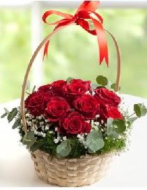 Sepet içerisinde 12 adet kırmızı gül  Gölbaşı çiçek online çiçek siparişi