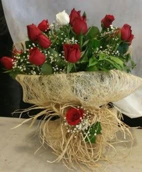 Kız isteme çiçeği 20 kırmızı 1 beyaz  Gölbaşı çiçekçi güvenli kaliteli hızlı çiçek