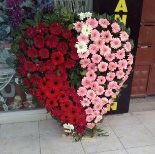 Kalp pano kalp şeklinde pano çiçeği  Gölbaşı çiçekçi güvenli kaliteli hızlı çiçek