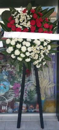 Cenaze çiçeği cenaze çiçek modelleri  Gölbaşı çiçekçi güvenli kaliteli hızlı çiçek