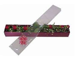 Gölbaşına çiçek , çiçekçi , çiçekçilik   6 adet kirmizi gül kutu içinde