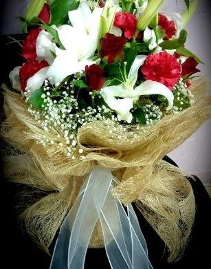 Kız isteme buketi 11 gül 3 dal kazablanka  Gölbaşı anneler günü çiçek yolla