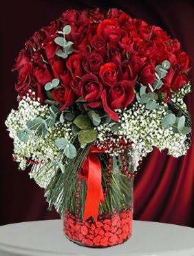 Cam vazoda 51 adet gül söz nişan çiçeği  Ankara Gölbaşı 14 şubat sevgililer günü çiçek