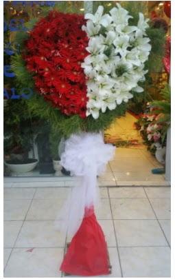 Özel üstü özel kalp çiçek tanzimi  Gölbaşı çiçek gönder cicekciler , cicek siparisi