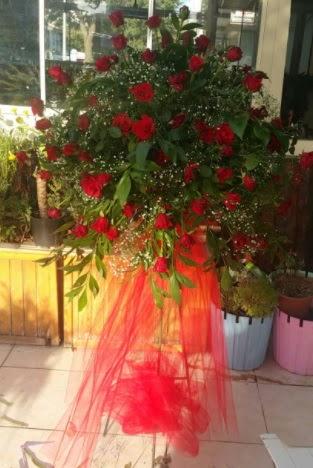 71 adet kırmızı gülden ferförje çiçeği  Ankara Gölbaşı hediye sevgilime hediye çiçek