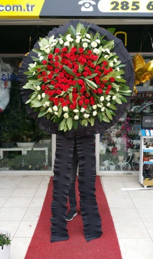 Cenaze çiçeği cenaze çelengi çiçek modeli  Ankaradaki çiçekçiler Gölbaşı cicek , cicekci