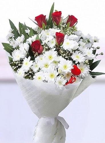 Sevdiğime papatya ve 5 kırmızı gül buketi  Gölbaşı çiçek kaliteli taze ve ucuz çiçekler